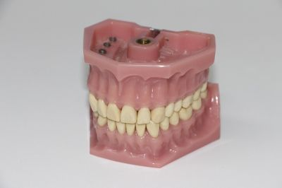 what is the best way to clean dentures